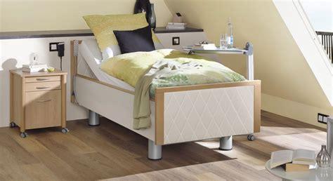 schlafzimmer mit komfortbett komfortbett mit pflegebett funktion und kunstleder bezug