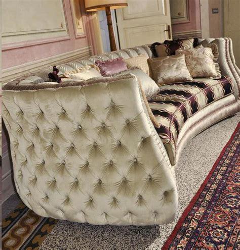 halbrundes sofa im klassischen stil polsterstepp sofa im klassischen luxus stil idfdesign