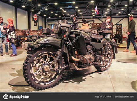 Ural Motorrad Motor by Moto Sovietico Ural Su Tutti I Terreni In Gomma Foto