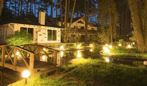 Low Voltage Landscape Lighting Installation Guide Low Voltage Landscape Lights Outdoor Lighting Adds Value To Your Home Gentle Splash Wall