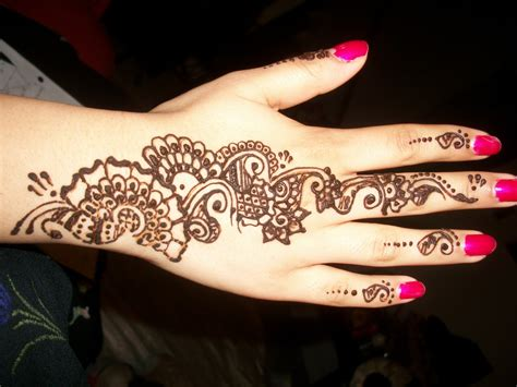 henna tattoos on hand arabic henna on