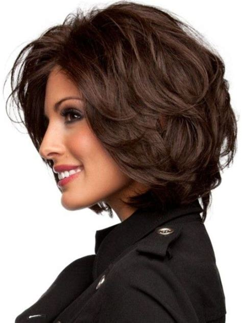 hair with slight waves best medium length hairstyles for thick hair circletrest