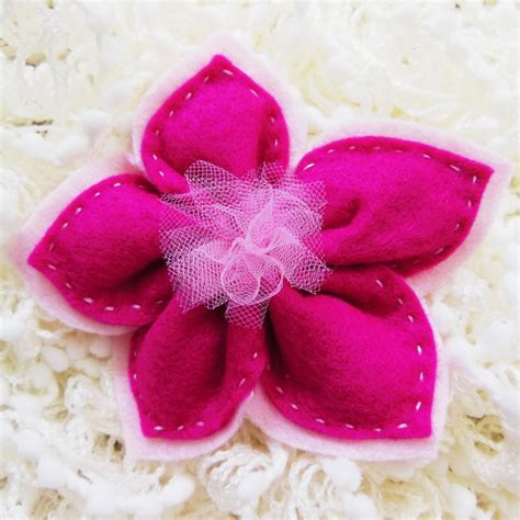 confetti a forma di fiore bomboniera in feltro fuxia a forma di fiore contiene 5