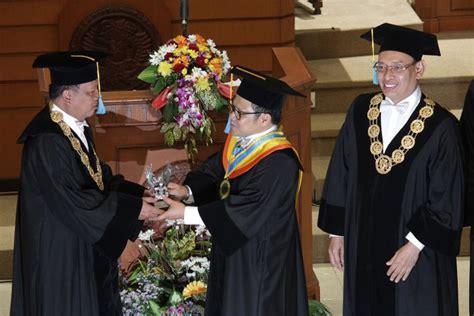 rektor unair tidak mudah berikan gelar doktor honoris