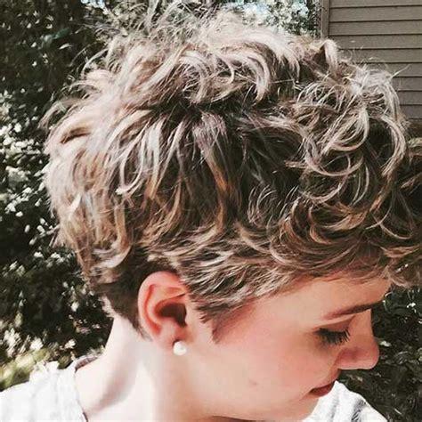 33 splendidi tagli corti per capelli ricci da copiare