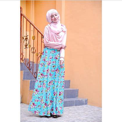 Sukses Menjadi Pramuwisata Profesional fatimah habsyi hijabers cantik yang sukses jadi perias henna profesional