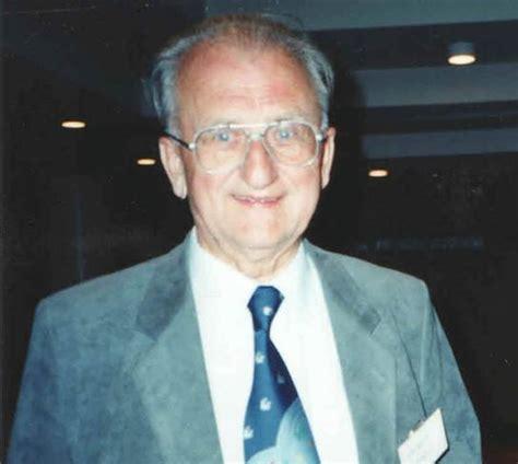 Bücherwand by Dr Buchwald Md