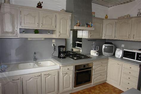 comment r駭 une cuisine en ch麩e relooker une cuisine rustique en moderne free cuisine