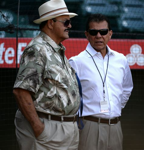 dodgers scout mike brito   honored  winter meetings   dodgers