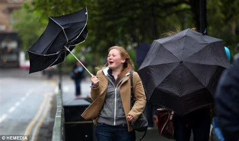 umbrella in the wind broken umbrella broken hearts books unit 233 le forum l ouragan katia 192 frapp 201 l