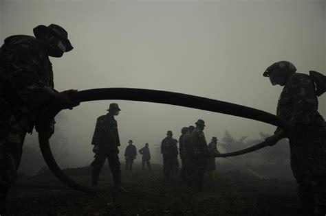 Alarm Asap Dan Api jokowi asap dan kerusakan lingkungan geotimes