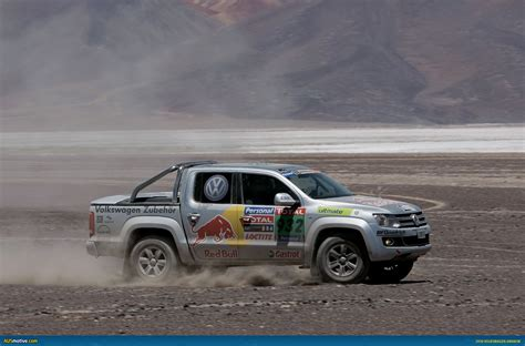 volkswagen dakar ausmotive com 187 amarok gets dirty at dakar