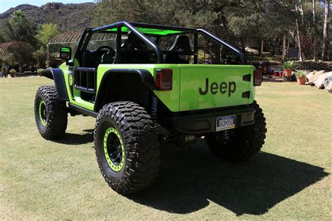Jeep Hp The Wheel Of The 707 Hp Jeep Trailcat Concept