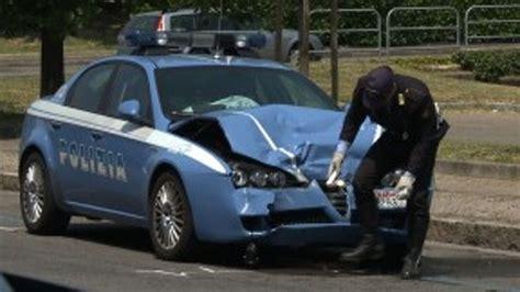 volante della polizia auto contro volante della polizia tutti in ospedale