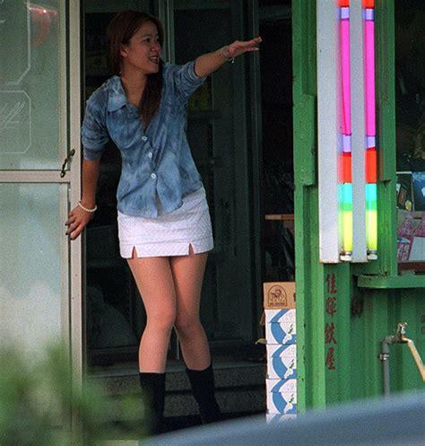 cameriere ad amsterdam taiwan donne in vetrina come ad amsterdam ma non vendono