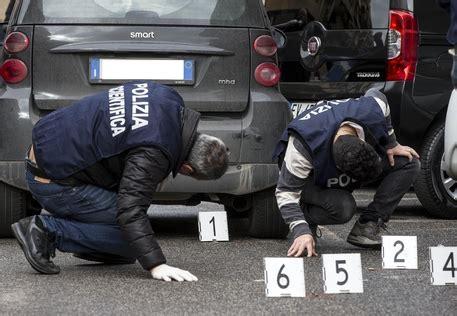 rapina ufficio postale roma rapina con sparatoria a ufficio postale a roma le foto
