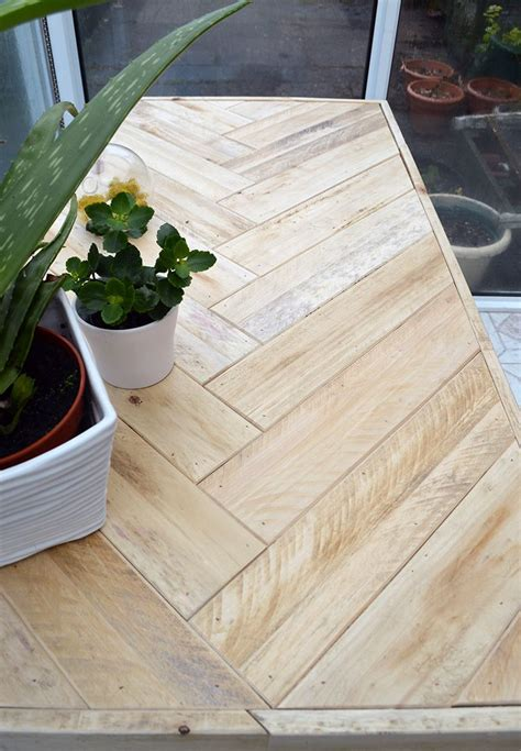 diy pallet table instructions    inexpensively
