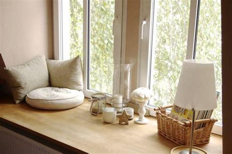 Fensterbrett Sitzen by Breite Fensterbank Zum Sitzen Und Rausgucken Im