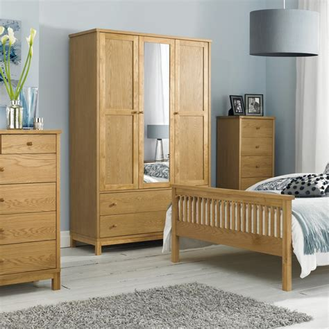 ludlow bedroom furniture bentley ludlow oak triple wardrobe wardrobes bedroom