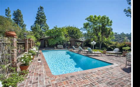 nicollette sheridan house nicollette sheridan finally leases upper bel air house
