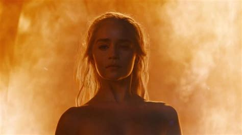 khaleesi bathtub scene game of thrones season 6 emilia clarke reveals how she