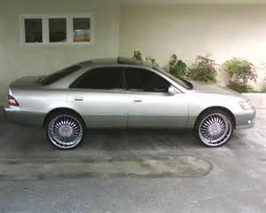 will someone find me a picture of a 1995 lexus es 300 on