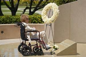 Sad day former first lady nancy reagan visits the grave site of her