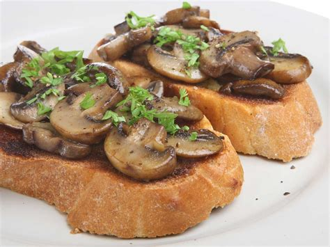 Creamy garlic mushrooms on toast   Saga