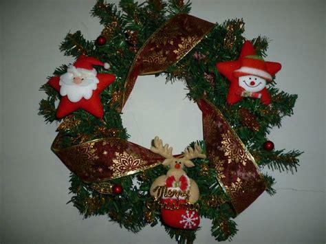 coronas navideas de fieltro coronas navide 241 as navidad y pesebres pinterest diy