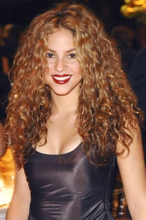 is shakiras hair naturally curly shakira s hair all curly looking wow fame pinterest