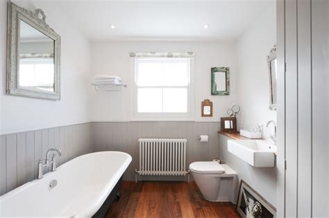 10 Fresh Design Ideas for Grey Bathrooms