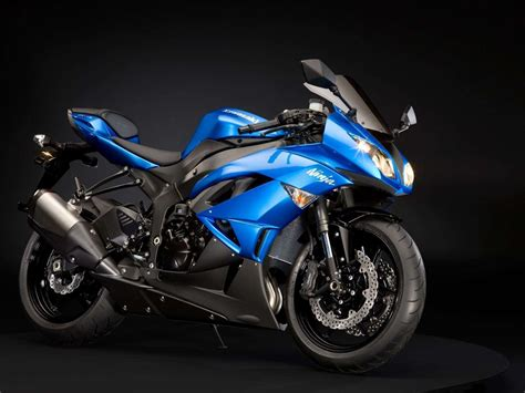Zx Car Wallpaper Hd by View Of Kawasaki Zx 6r Blue Wallpapers Hd Car