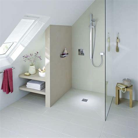 designs der badezimmer die besten 17 ideen zu bad mit dachschr 228 ge auf