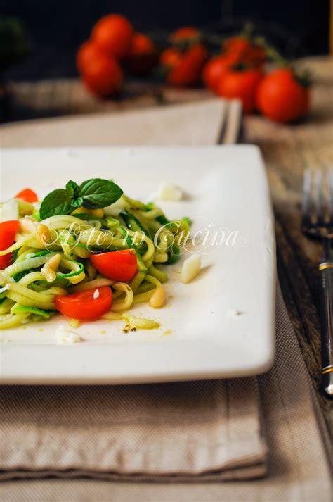 come si fa il pesto in casa spaghetti di zucchine al pesto ricetta leggera arte in