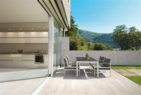 pavimento esterno finto legno pavimenti per l esterno effetto legno e pietra cose di casa