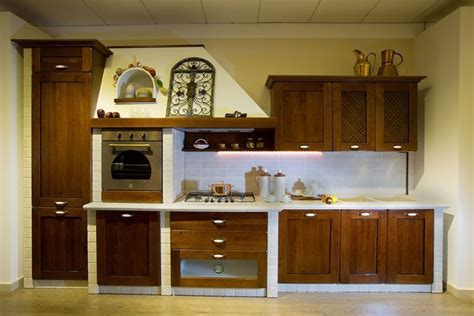 cucine finte muratura cucina in finta muratura con ante in legno massello