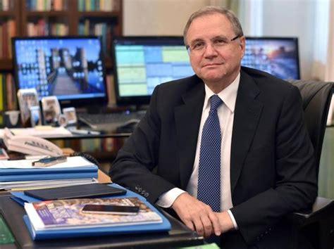 il governatore della banca d italia crediti a rischio decolla il mercato i progressi di mps