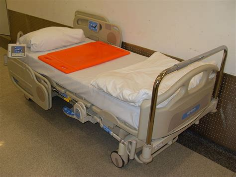 bed file file hospital bed 2011 cpr jpg wikimedia commons