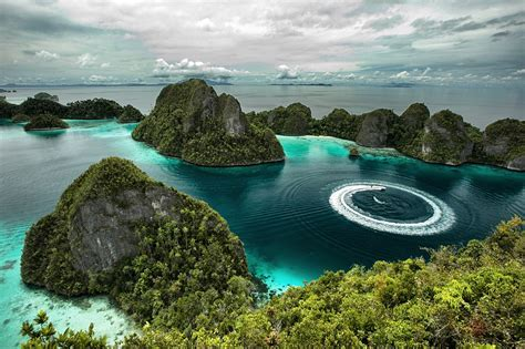 Raja Ampat, Indonesia   Beautiful places. Best places in