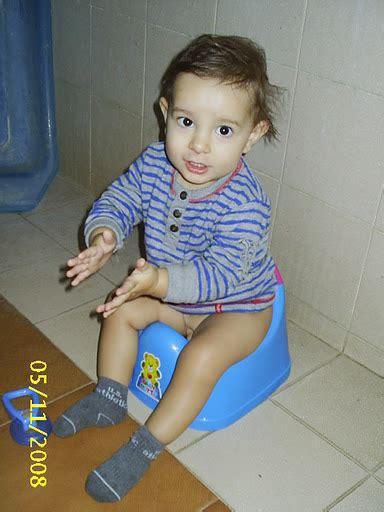 little girl potty training boys imgsrc toddler boy pee adanih com