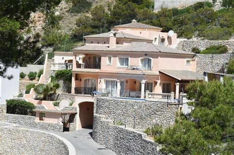 angelina jolie new home brad pitt and angelina jolie splash 163 2 7m on majorca