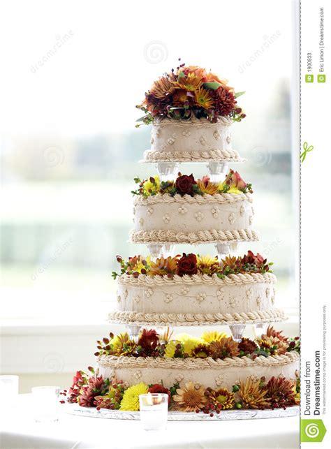 how big should a wedding cake be big fancy wedding cake stock photos image 1900933