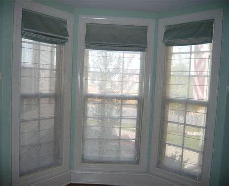 window treatment for bay windows double layered roman roman roman blinds and bay windows on pinterest