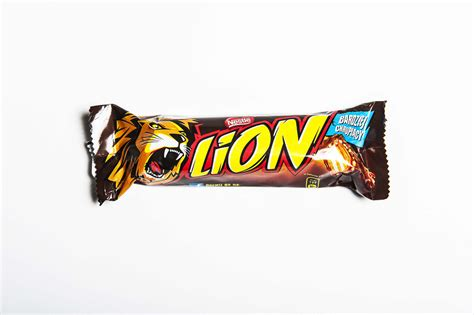top rated candy bars the best english candy bars ranked taste test huffpost