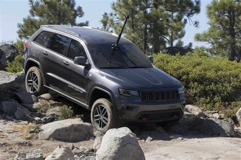 jeep grand cherokee trailhawk jeep grand cherokee trailhawk edition tackles the rubicon