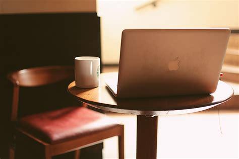 iluminacion escritorio fotos gratis escritorio mesa madera silla mueble