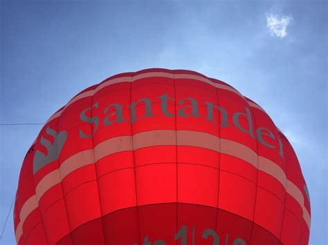 banco santander volvemos a la feria de abril con el globo banco