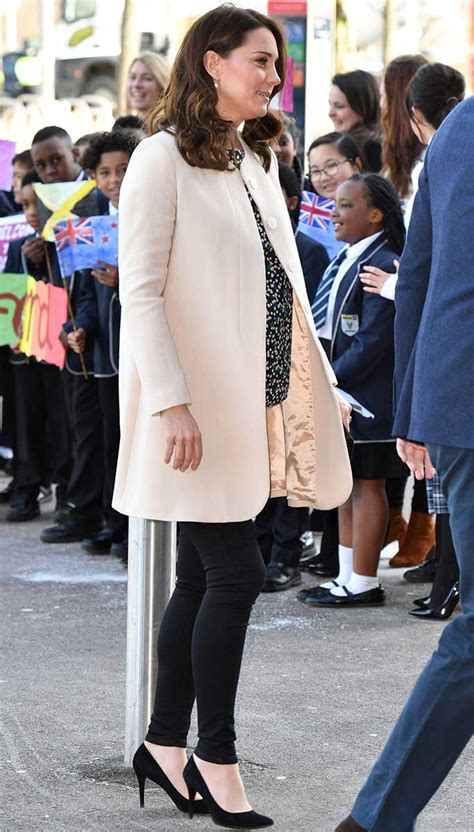 Catherines Magical Midriff by Kate Middleton Looks Effortlessly For