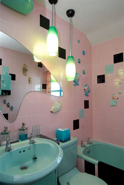 25 best ideas about retro bathrooms on pinterest pink bathroom vintage retro bathroom decor