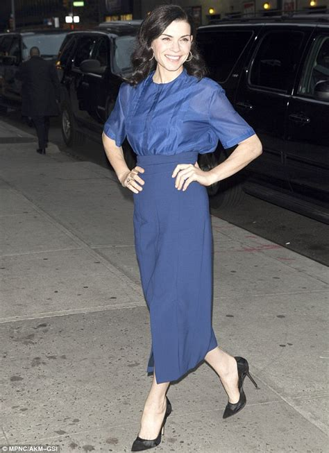 den skirts for 47 yr old julianna margulies makes a stunning entrance to the late